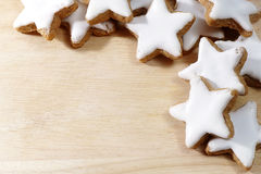 Christmas background, cinnamon cookies in star form on a wooden Stock Photography