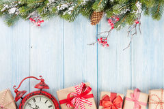 Christmas background with tree, alarm clock and gifts Royalty Free Stock Photos
