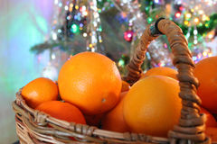 Christmas basket of oranges Royalty Free Stock Photos