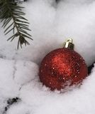 Christmas bauble in white snow Royalty Free Stock Photography