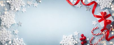Free Christmas Blue Background. Gift Or Present Box, White Snowflakes And Holiday Decoration Top View. Happy New Year Card. Banner Stock Photos - 159271593