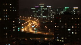 christmas city fairy latvia night provincial shortly similar tale to Τα αυτοκίνητα πηγαίνουν κατά μήκος του δρόμου νύχτας Οι φωτε απόθεμα βίντεο