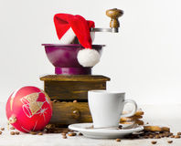 Christmas coffee grinder. And coffee cup Royalty Free Stock Photos