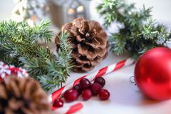 Christmas composition on wooden background red balls, gifts, and green Christmas tree branch with cones,burning candle. Foto Royalty Free Stock Photos
