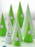 christmas countdown 与纸圣诞树的出现日历 免版税库存图片