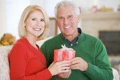 christmas couple mature στοκ φωτογραφία