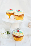 Christmas cupcakes in festive setting Royalty Free Stock Photos