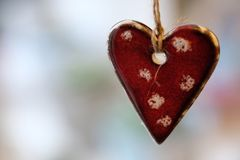 Free Christmas Decor Red Ceramic Heart, Ornament Hanging On Sacking Threads Royalty Free Stock Photography - 163874317