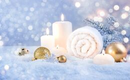 Free Christmas Decoration And Burning Candles In Snow, Holiday Spa Concept Stock Photography - 200011972
