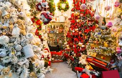 Christmas decoration shop, xmas tree decor Stock Photography