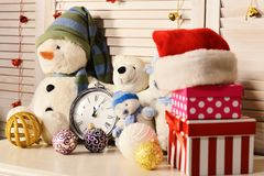 Free Christmas Decorations In Festive Room. Snowmen And Teddy Bears, Royalty Free Stock Photo - 128841035