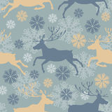 Christmas deers seamless pattern. Cute Merry Christmas seamless pattern with reindeers and snowflakes. Vintage vector illustration Stock Photography