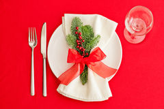 Christmas Dinner table, place setting in red Royalty Free Stock Photos