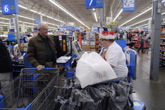CHRISTMAS EVE SHOPPERS Royalty Free Stock Images