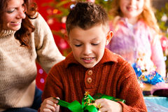 Christmas - family with gifts on Xmas Eve Royalty Free Stock Photos