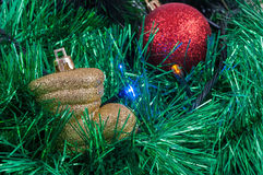 Christmas garland and baubles background Royalty Free Stock Photography