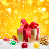 Christmas gift box in snow Royalty Free Stock Photography