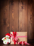Christmas gift box and snowman Royalty Free Stock Photography