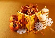 Christmas gift in gold box with bow Royalty Free Stock Photos