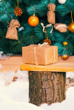 Christmas gift on a tree stump Royalty Free Stock Photos