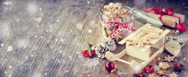 Christmas gingerbread cookies, festive rustic table decoration Stock Photos
