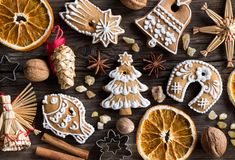 Christmas gingerbread cookies and straw ornaments on a wooden ba Stock Photography