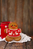 Christmas gingerbread men on wooden background. Smiling christmas gingerbread men on wooden background Royalty Free Stock Photos