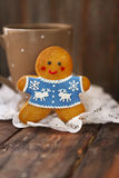 Christmas gingerbread men on wooden background. Smiling christmas gingerbread men on wooden background Royalty Free Stock Photography