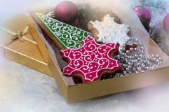 Gift box with christmas gingerbreads Royalty Free Stock Images