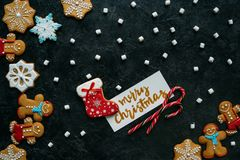 Christmas gingerbreads, marshmallows and greeting card Stock Photos