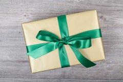 christmas golden present стоковые изображения