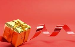 christmas golden present стоковые фотографии rf
