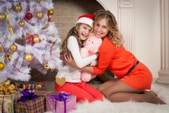 Christmas mother and daughter red clothes Royalty Free Stock Photography