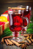 Christmas mulled wine with cinnamon sticks Royalty Free Stock Photos