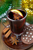 Christmas mulled wine with spices in glass and chocolate cookies. Close-up, vertical Royalty Free Stock Photos