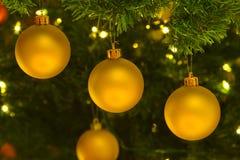 christmas ornaments tree yellow Στοκ φωτογραφίες με δικαίωμα ελεύθερης χρήσης