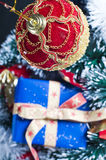 Christmas present and bauble Royalty Free Stock Photos