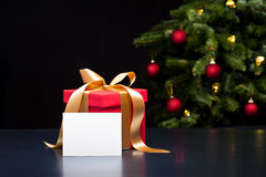 Christmas present with white card Royalty Free Stock Images