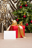Christmas present with white card Royalty Free Stock Photos