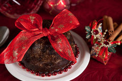 Christmas pudding with bow Royalty Free Stock Photography