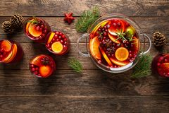 Free Christmas Punch. Festive Red Cocktail, Drink With Cranberries And Citrus Fruits In A Punch Bowl And Glasses Royalty Free Stock Photos - 166594048