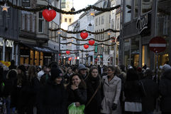 CHRISTMAS SHOPPERS Royalty Free Stock Images