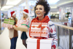 Christmas shopping with friends Royalty Free Stock Photography