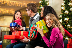 Christmas shopping - friends in mall Royalty Free Stock Images