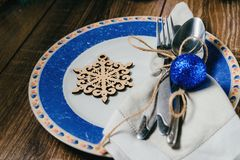Christmas table, serving in blue tones Royalty Free Stock Photos