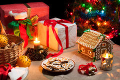 Christmas table set with gingerbread cakes Royalty Free Stock Photos