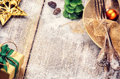 Christmas table setting in gold and green tone Stock Photography