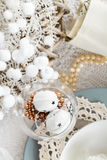 Christmas Table Setting with traditional Holiday Decorations Stock Photos
