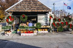 Christmas Time at the Salem Farmers Market 2017. Salem, VA – November 27th: Vendor making Christmas wreaths at the Salem Farmers Market on November 28th, 2017 Stock Photos