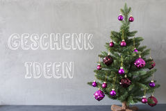 Christmas Tree, Cement Wall, Geschenk Ideen Means Gift Ideas Royalty Free Stock Images